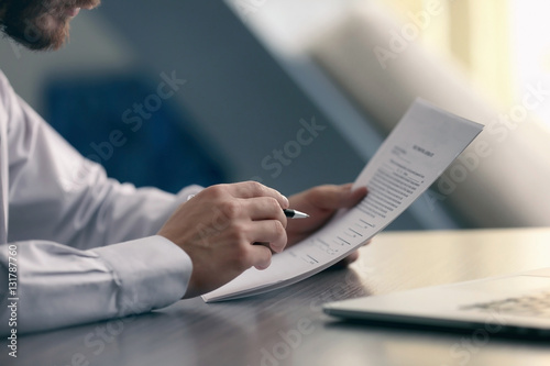 Businessman reading documents - fototapety na wymiar