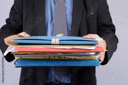 Homme portant des dossiers Canvas Print