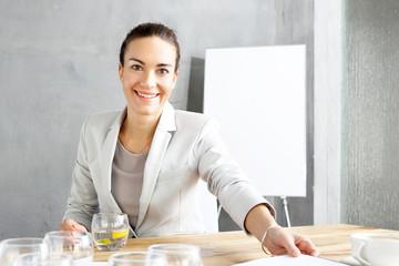 Rekrutacja, kobieta podczas rozmowy o pracę.