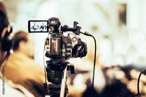 TV Reporter #131823513