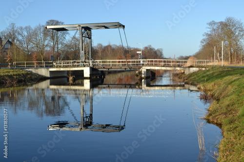 brug over het apeldoorns kanaal op een zonnige winterdag Canvas Print