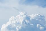 chmura nad pochmurnego nieba tle - 131878176