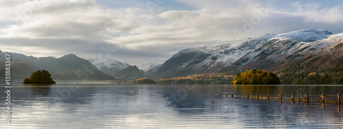 Poster Lac / Etang Beautiful Autumn morning at Derwentwater in the English Lake District with snowcapped mountains.