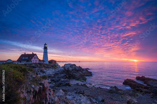 Photo  Vibrant sunrise at Portland Head Lighthouse in Maine