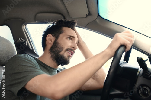 Fotografía  Portrait of handsome hopeless man driving car