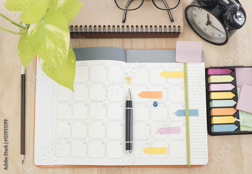 Fotografía  business Calender Planner meeting 2017 on desk office