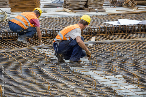 Stampa su Tela Ironworker workers working on concrete reinforcements
