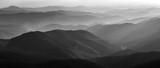 Czarno-biały krajobraz górski - 132001921