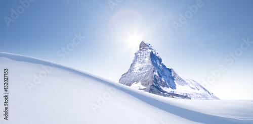 Fototapeta  Schneewehe im mit Matterhorn