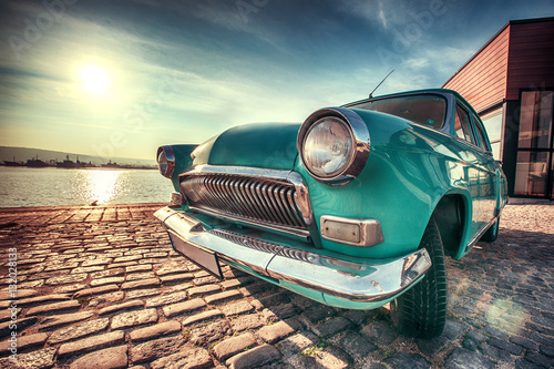 Spoed Foto op Canvas Vintage cars Vintage car near the sea