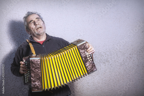 Vászonkép  man singing in the street