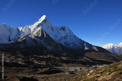 Snow capped Ama Dablam and Chukhung valley плакат