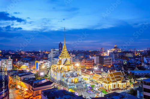 Tuinposter Bangkok Top view cityscape Wat Trimitr in chinatown or yaowarat area in bangkok city, Bangkok, Thailand
