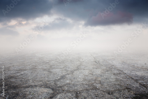 Photo Beautiful gravel background with gravel mist and clouds