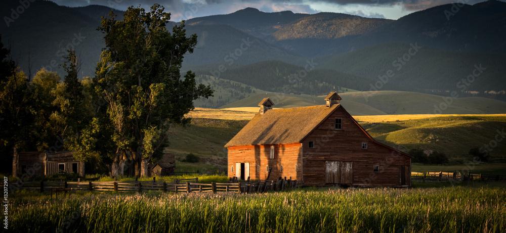 Fototapety, obrazy: Montana Homestead