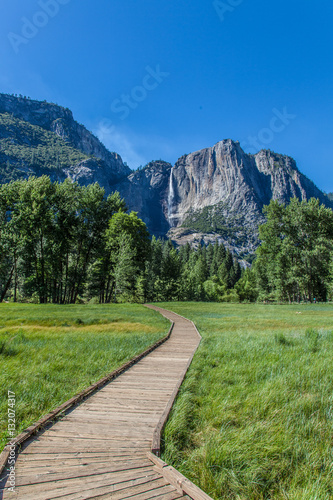 Photo  Boardwalk in Yosemite Valley, Califronia