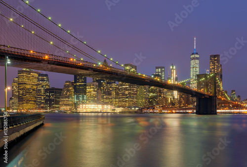 most-brooklinski-uchwycony-w-klimatyczny-wieczor-w-nowym-jorku