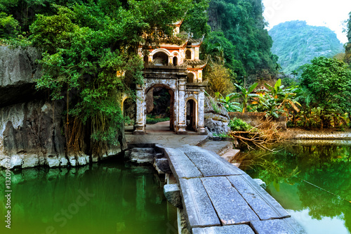 Foto  Outdoor park landscape with lake and stone bridge
