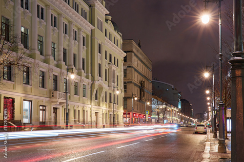 Staande foto New York TAXI Moscow car tracers and lamp row along avenue in winter tonight