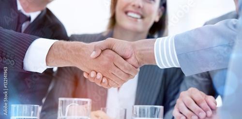 Fotografía  Smiling business people closing a deal