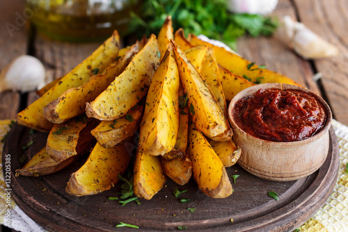 Fototapeta baked fried potatoes with garlic and red sauce obraz