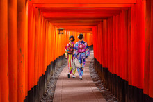 Women In Traditional Japanese ...