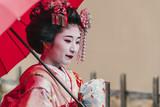 Portret gejszy Maiko w Gion Kyoto - 132211759