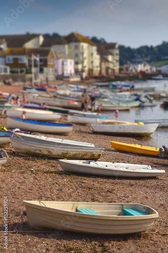 Foto auf AluDibond Stadt am Wasser Many boats on the river in the town of Teignmouth. Devon. UK