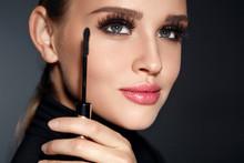 Beauty Cosmetics. Woman Puttin...