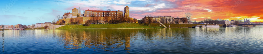 Fototapety, obrazy: Famous landmark Wawel castle seen from Vistula at sunrise, Krakow, Poland.