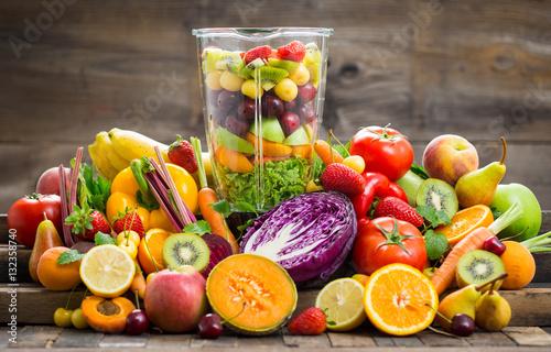 Deurstickers Keuken Fresh fruits and vegetables in the blender
