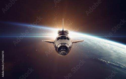 Prom kosmiczny startujący na misję. Elementy tego obrazu dostarczone przez NASA