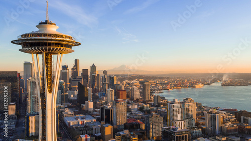 Photo  Seattle Skyline at Sunset with Space needle