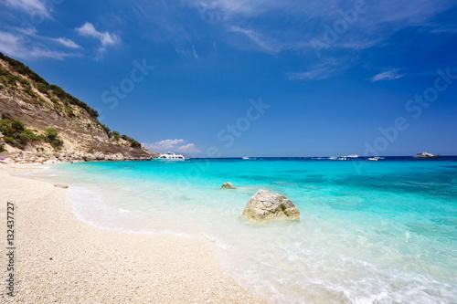 Photo  Cala Biriola on a clear summer day. Sardinia, Italy
