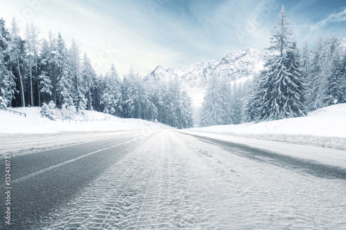 zimowa-droga-i-zimny-dzien