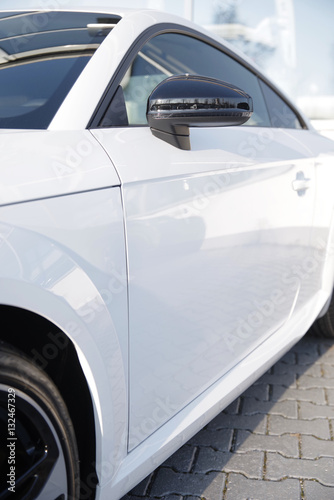 weißer Sportwagen Fototapet