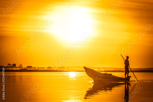 fototapeta na ścianę Pirogue at sunset