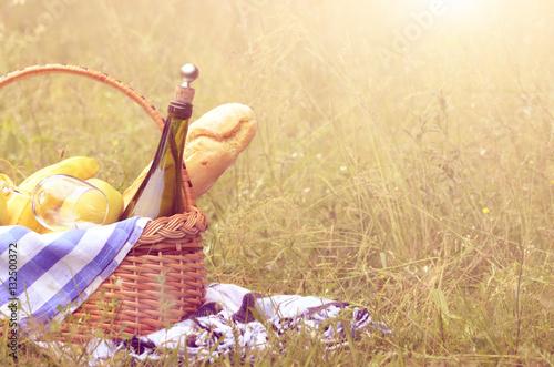 Aluminium Prints Picnic Picnic basket and blanket