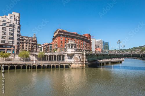 Foto auf AluDibond Stadt am Wasser Bilbao city in Basque country Spain