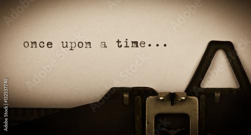 Obraz once upon a time... geschrieben auf alter Schreibmaschine - fototapety do salonu