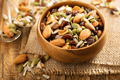 Fotografía Dried fruit and nuts trail mix