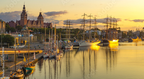 Foto auf AluDibond Schiff sailing ships at the wharf in Szczecin, Tall Ships Races 2015