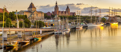 Ingelijste posters Schip sailing ships at the wharf in Szczecin, Tall Ships Races 2015