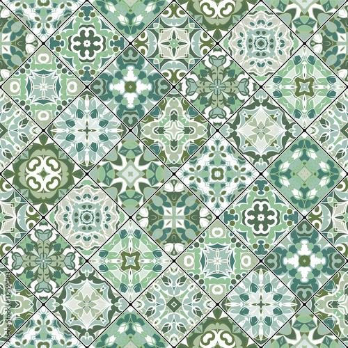 abstrakcyjne-wzory-w-zestawie-mozaiki