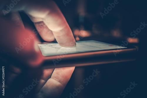 Foto  Smartphone im Dunkeln spielen