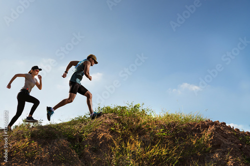 Fotografía  Trail Runner of men and women running on the mountain