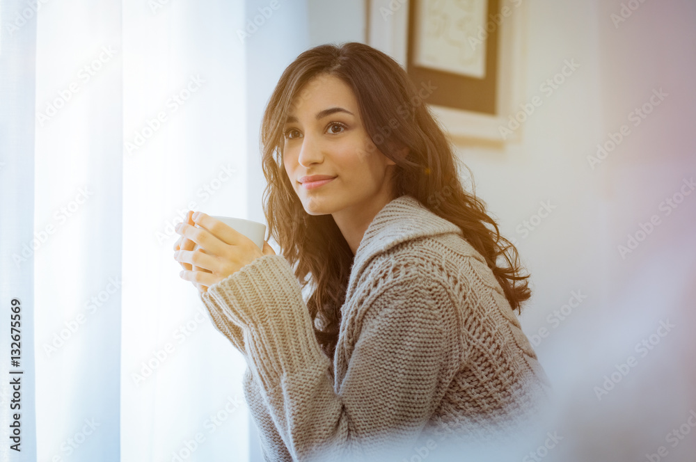 Fotografía  Woman enjoying morning coffee