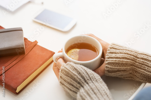 Pinturas sobre lienzo  Tea time in winter