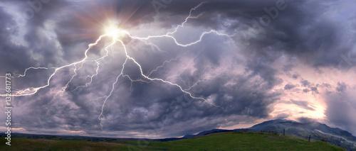 Zdjęcie XXL Burza z piorunami o zachodzie słońca
