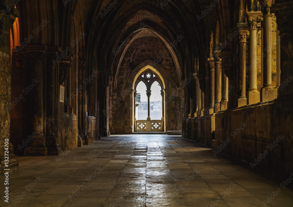 Fototapety, obrazy: Portugal, Lisbon, Se Cathedral, Interior view of the gothic cloister.